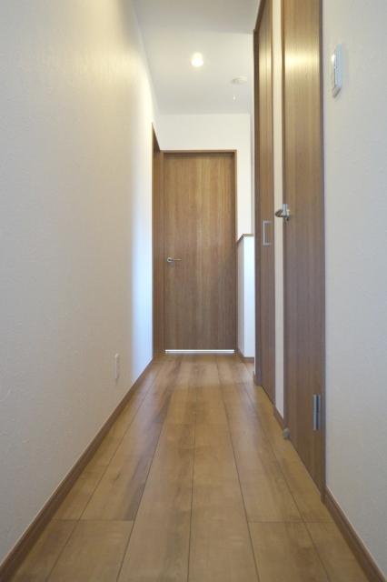 廊下とドア